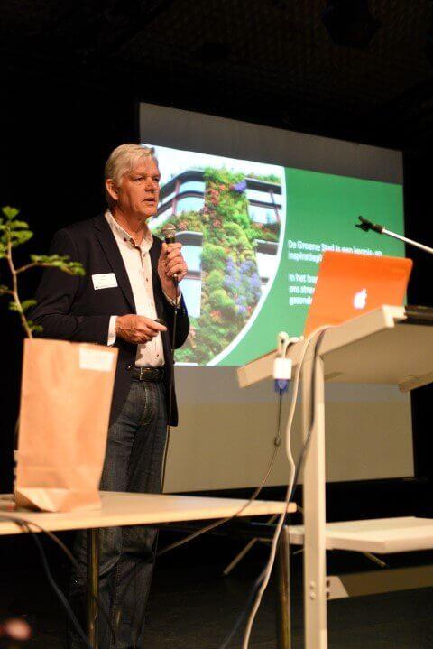 Gastspreker Henk Raaijmakers tijdens studiedag Laanbomen in Brasschaat.